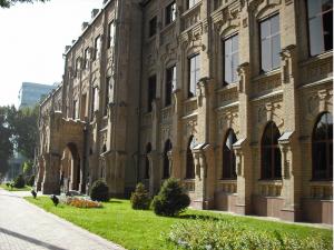 Вестминстер университети ёнидаги боғда ёнғин чиқди