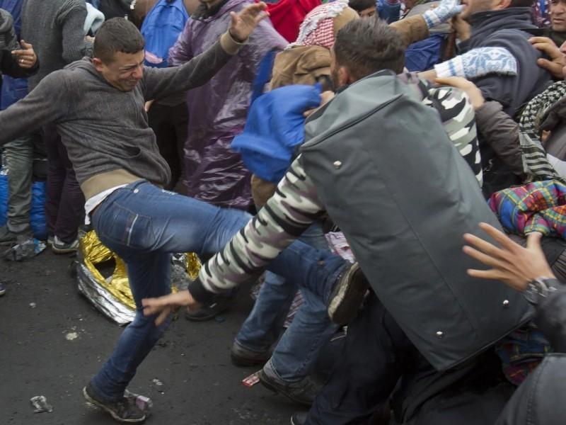Москвада мигрантлар оммавий жанжал уюштирди. 49 киши ҳибсга олинди