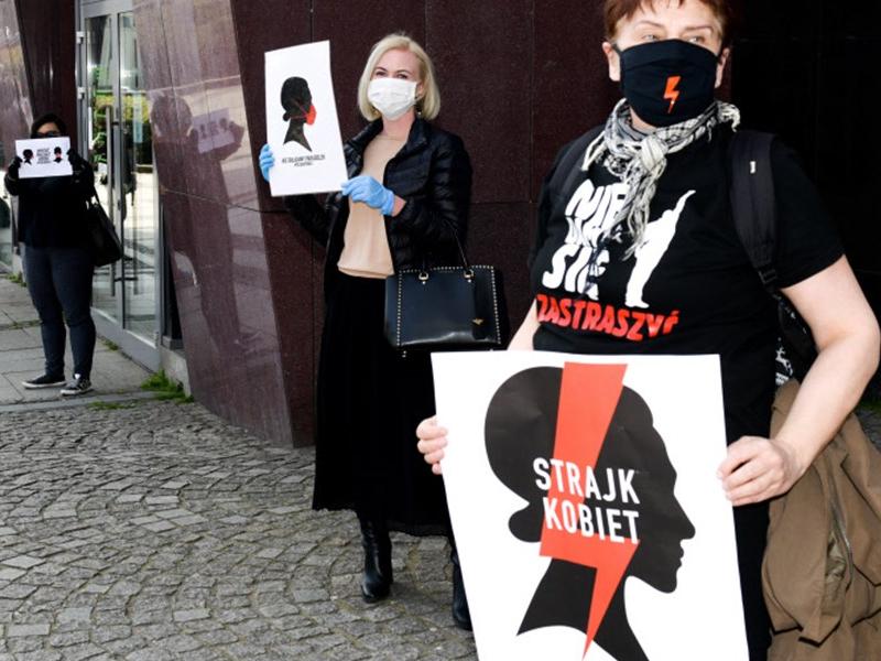 Польшада аборт тарафдорлари йирик намойиш уюштирди