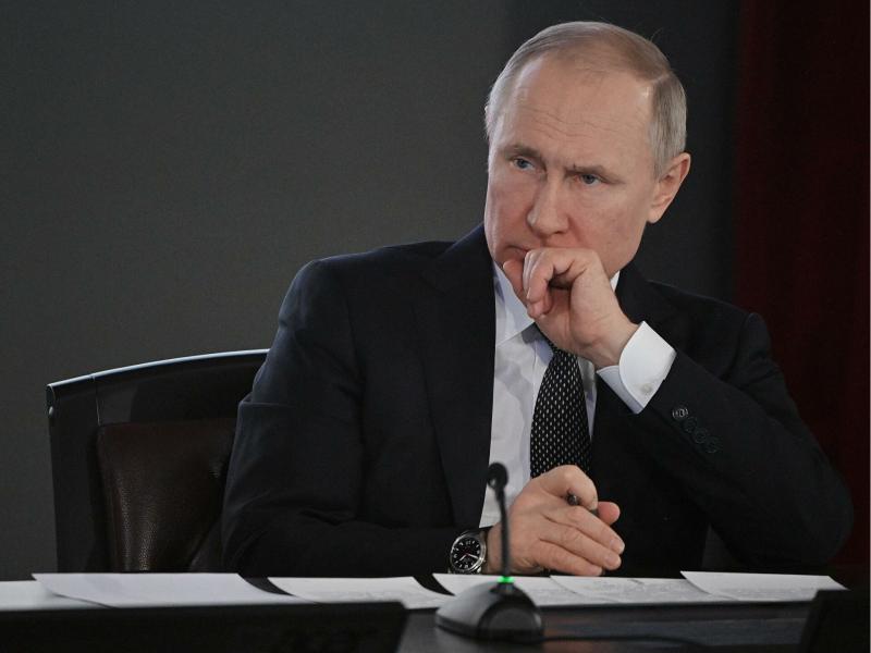 Путин мактабдаги отишма қурбонларининг яқинларига ҳамдардлик билдирди