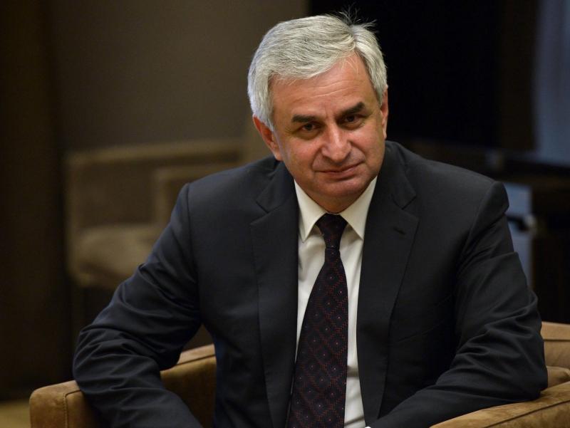 Абхазия Президенти намойишлар ортидан истеъфога чиқди