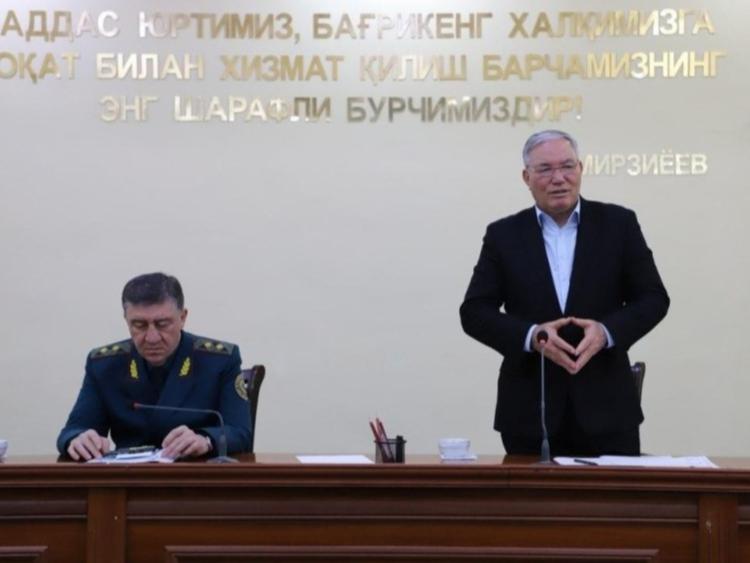 Пўлат Бобожонов Хоразмда ИИВнинг 10 ходимини лавозимдан олди