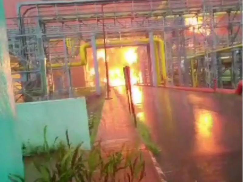 Нефтни қайта ишлаш заводидаги ёнғинда 7 киши ҳалок бўлди (видео)