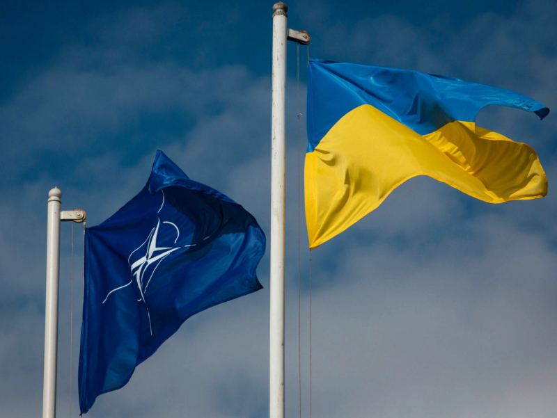Яқин 10-15 йил ичида Украинани альянсга қўшишнинг иложи йўқ — НАТО