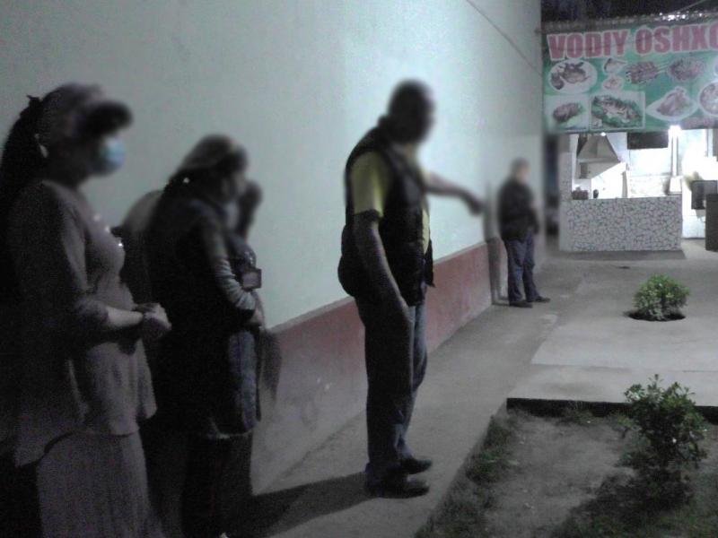 Наманганда уч йигитнинг официант қизга шилқимлик қилиши пичоқбозлик билан тугади