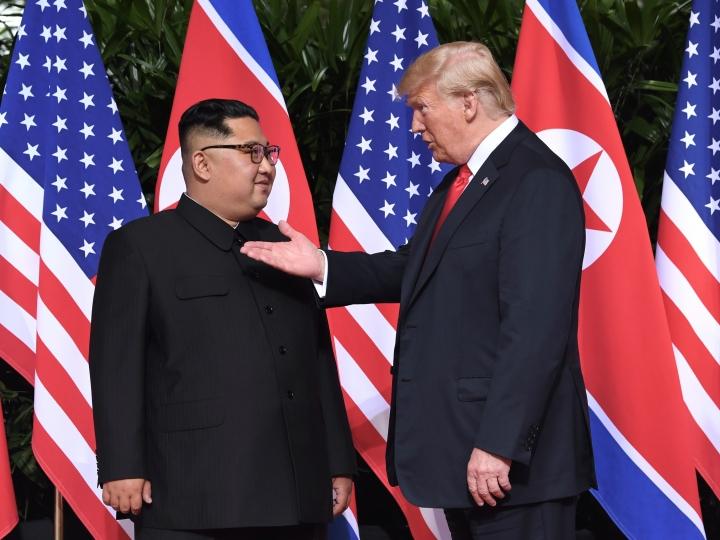 Трамп ва Ким Чен Ин суҳбатини ким зимдан пойлаган?