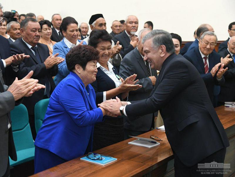 Prezident qoraqalpoq faollari bilan muloqot qildi