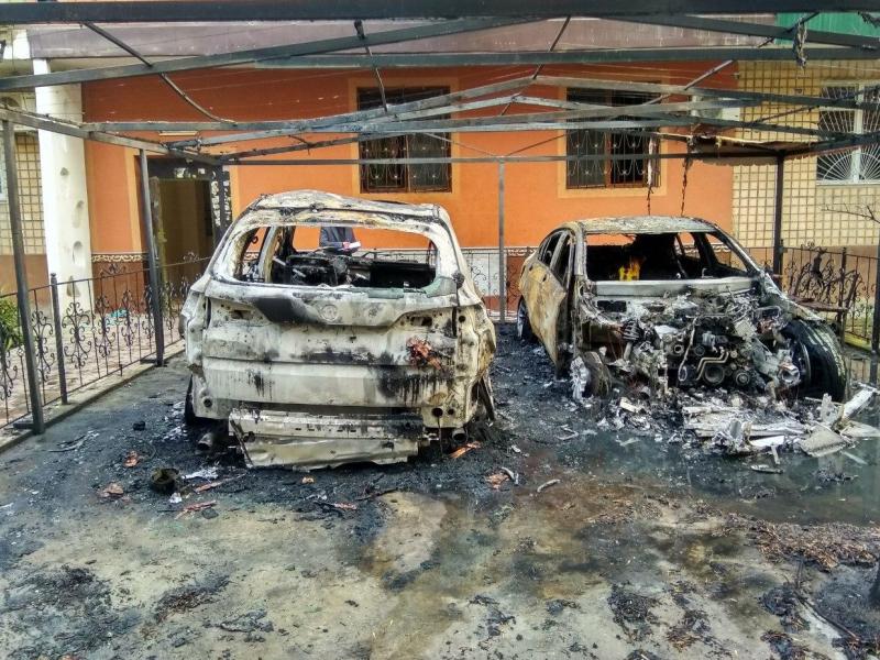 8 март куни Тошкентда аёл кишига тегишли Merсedes-Benz ва BMW X5 автомобиллари ёниб кетди