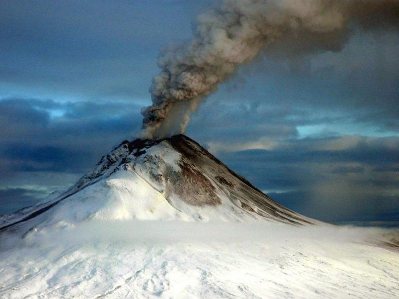 Аляскада вулқон 9 километрдан баландга кул отди
