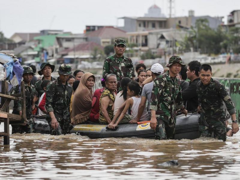 Индонезияда тошқинлар оқибатида 52 киши ҳалок бўлди