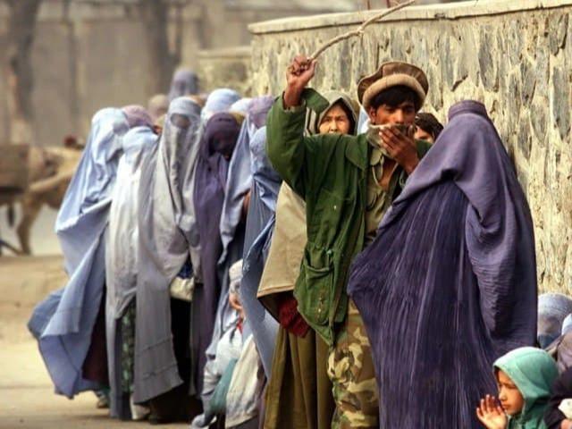 """Kaltaklangan ayollar, jabrdiyda qizlar! Afg'on ayollari """"Tolibon"""" hukmronligi davrida qanday yashagan?"""