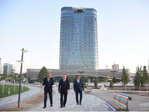 "Президент ""Tashkent city""да қурилаётган меҳмонхона ва конгресс-холл билан танишди"