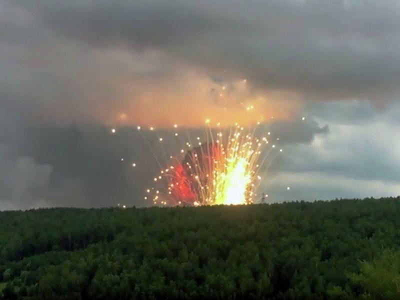 Йирик қурол-аслаҳа омбори портлади (видео)