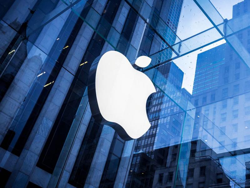 Apple акциялари тарихда илк бор кескин қулади