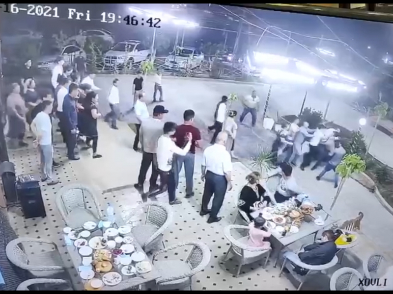 Термизда ифторлик пайтида оммавий муштлашув юз берди (видео)