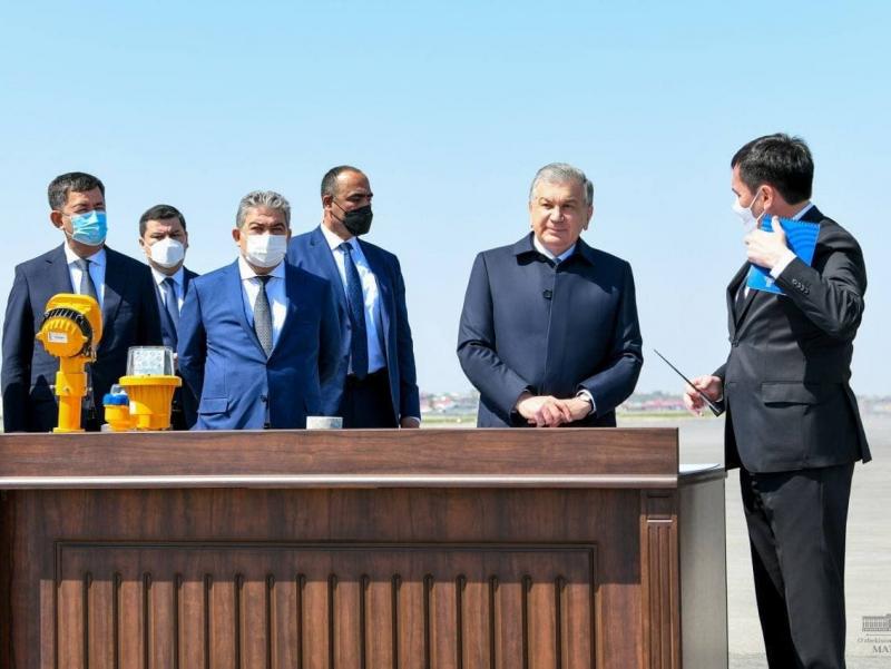 Президент Самарқандга ташрифини аэропортдаги қурилишлар билан танишишдан бошлади