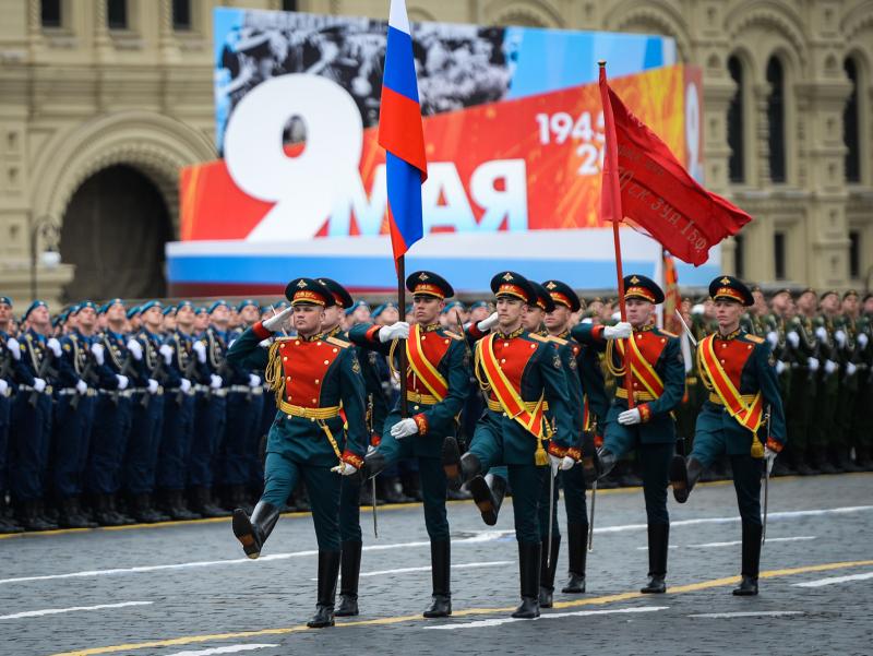 Москва мэри Ғалаба паради вақтида одамларни уйда ўтиришга чақирди