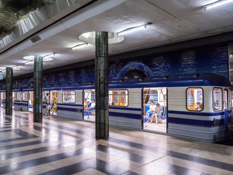 Тошкентда метро поездидан шубҳали буюм топилди. Йўловчилар тушириб юборилди