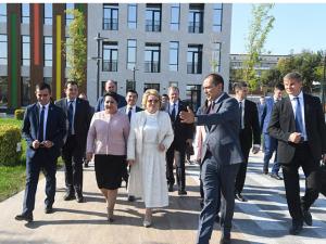Валентина Матвиенко Президент мактаби билан танишди