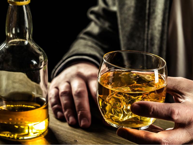 Алкоголь маҳсулотларини тез-тез истеъмол қилиш коронавирусдан сақлайдими? ССВ муносабат билдирди