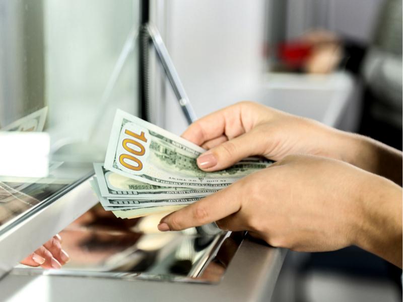 Ўзбекистонга хориждан валюта кириши 217 млн долларга камайди