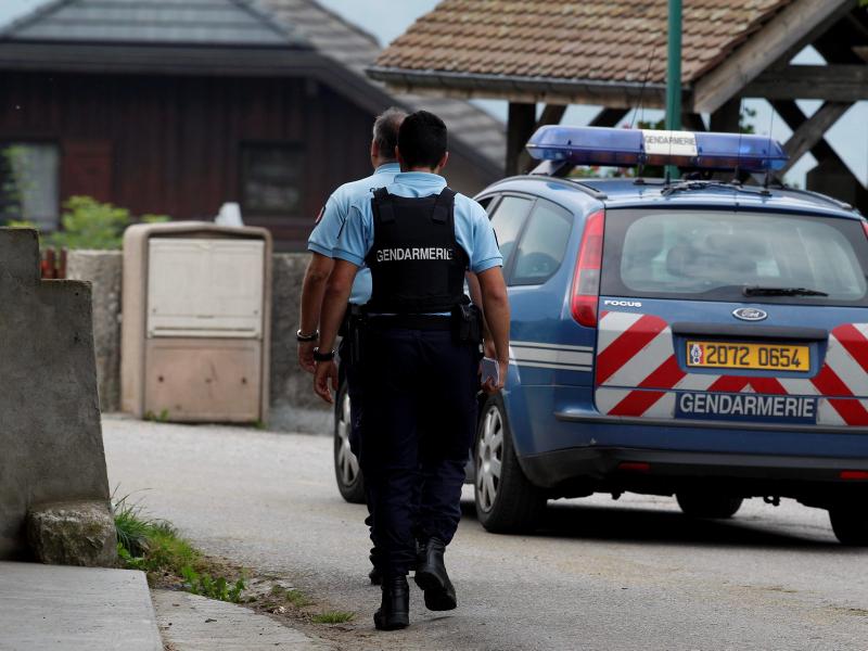 Францияда отишма натижасида уч нафар жандарм ўлдирилди