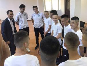 Равшан Эрматов амалдаги жаҳон чемпионлари билан учрашди