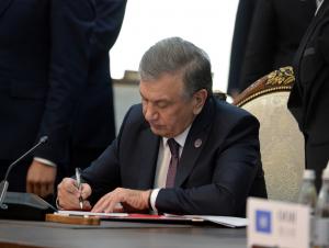 Президент волонтёрлик тўғрисидаги қонунни имзолади